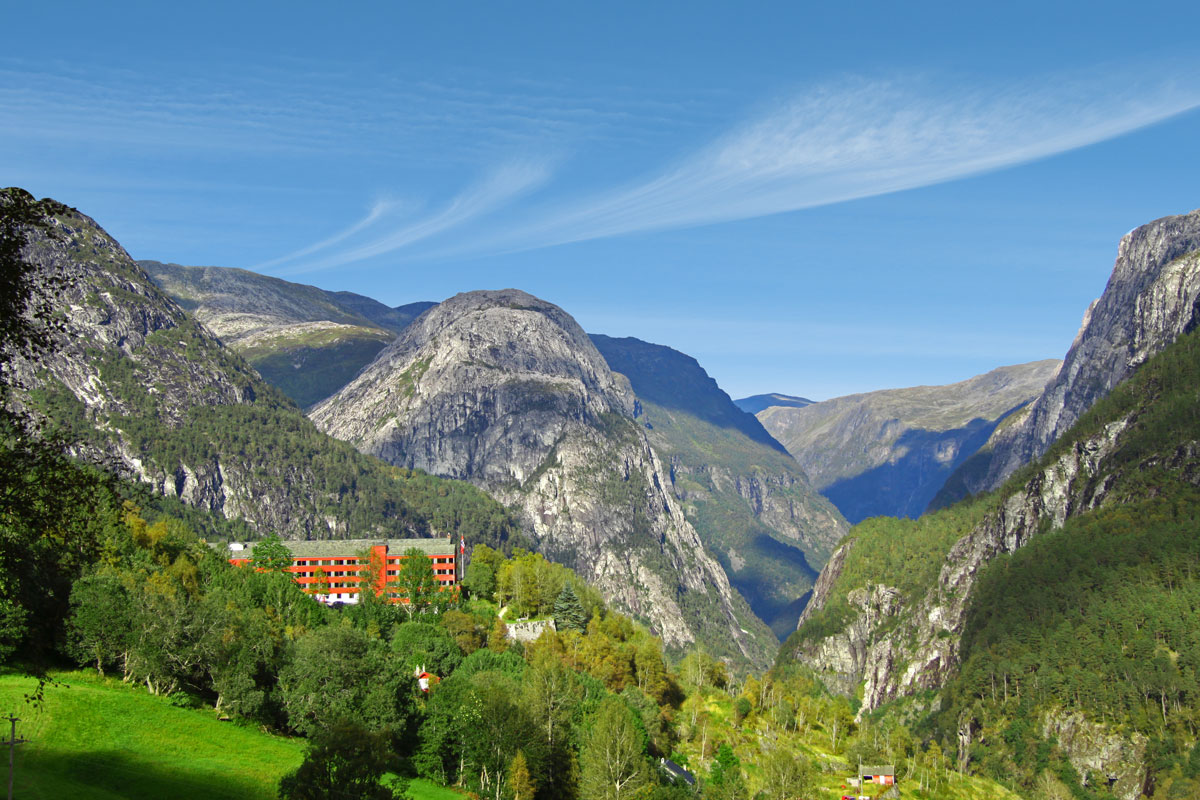 Stalheim-Hotel-is-a-Beautiful-Place-for-a-Wedding